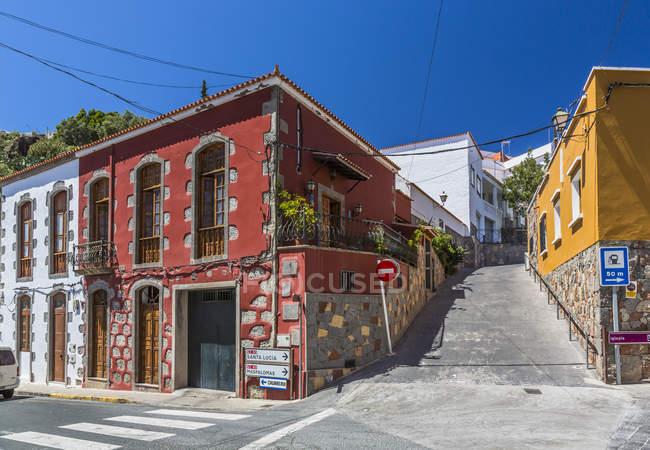 Spanien, Kanarische Inseln, Gran Canaria, San Bartolome de Tirajana, beherbergt auf Straße tagsüber — Stockfoto