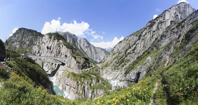 Switzerland, Uri, Devil's Bridge in Schollenen Gorge — Stock Photo