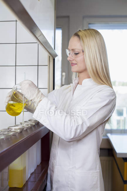 Female scientist working in chemical laboratory — Stock Photo