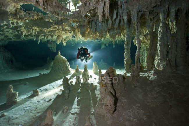 Мексика, Юкатан, Тулум, печері дайвер в на сеноти — стокове фото