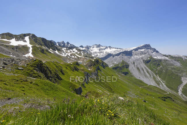 Switzerland, Grisons, Lake Grafiersee with Madrisa, Ratikon and Ratschenfluh in background — Stock Photo