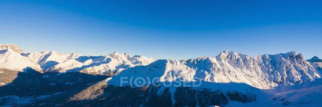 Schweiz, Schweizer Alpen Graubündens, in der Nähe von Savognin tagsüber — Stockfoto