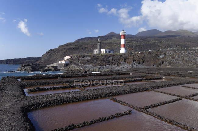 Espanha, Ilhas Canárias, La Palma, Fuencaliente, solução salina, faróis e vulcões Teneguia e San Antonio — Fotografia de Stock