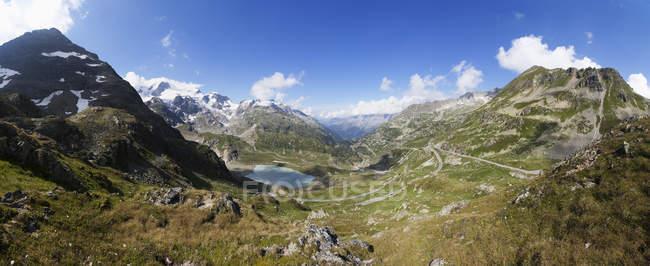 Switzerland, Uri Alps, Susten Pass and Lake Steinsee during daytime — Stock Photo