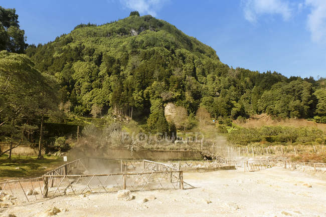 Portugal, Azores, Sao Miguel, Caldeiras at Lagoa das Furnas and view of hill with trees — Stock Photo