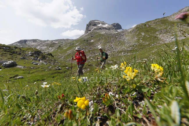 Austria, Vorarlberg, Biosphere Reserve Great Walser Valley, mature couple hiking — Stock Photo