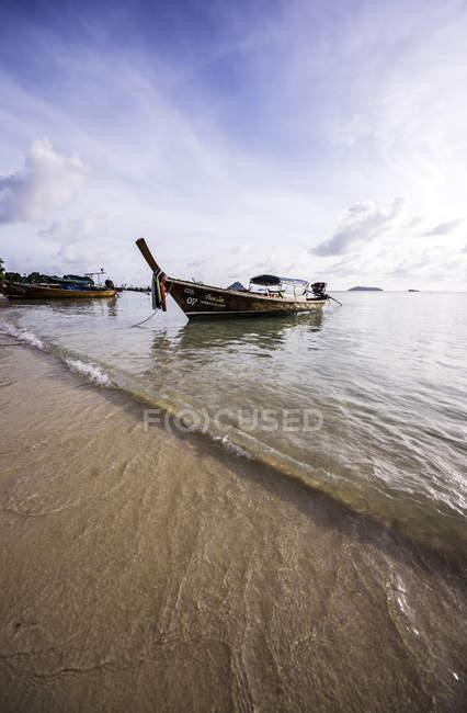 View of fishing boats at beach, at daytime, Koh Phi Phi Don,Thailand — Stock Photo