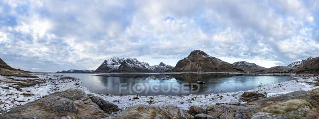 Fiorde de gelo Escandinávia, Noruega, Lofoten, na costa do Gimsoy — Fotografia de Stock