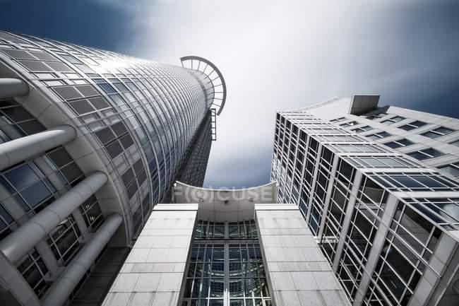 Germania, Assia, Francoforte, torre Westend dal basso — Foto stock