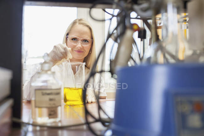 Portrait of female scientist working in chemical laboratory — Stock Photo