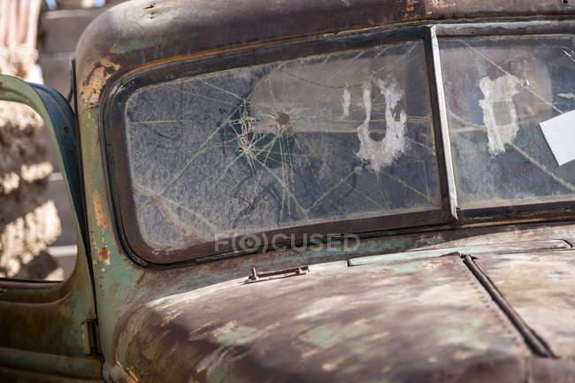 Bolivia, Altiplano, Salar de Uyuni, Car wreck — Stockfoto