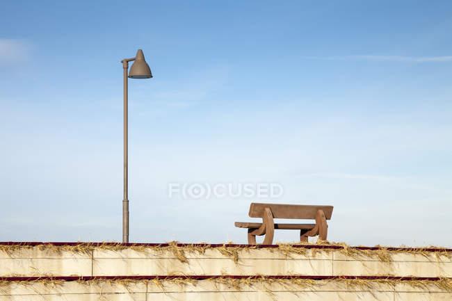 Wooden bench at waterfront promenade, Germany, Lower Saxony, Dornum — Stock Photo