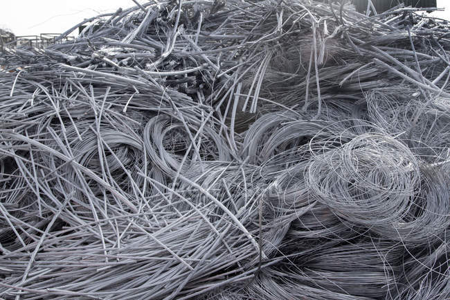 Pile d'aluminium à la cour de recyclage — Photo de stock