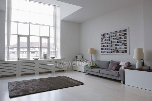 Daytime interior view of an empty modern living room — Stock Photo