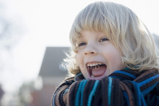 Portrait of screaming little boy outdoors — Stock Photo
