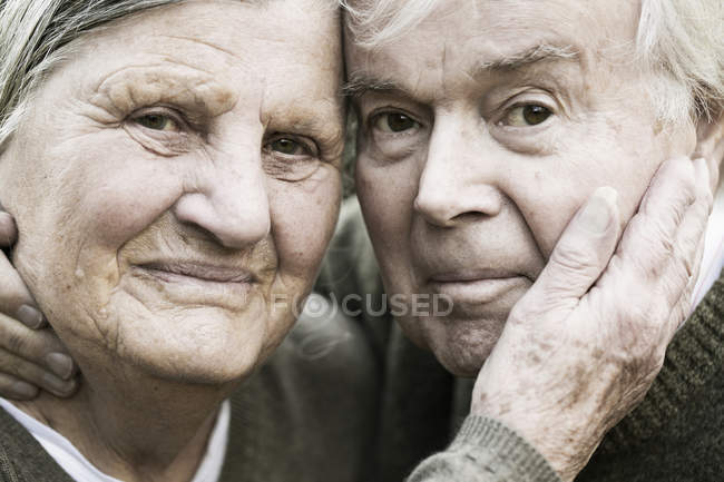 Portrait of senior couple head to head — Stock Photo