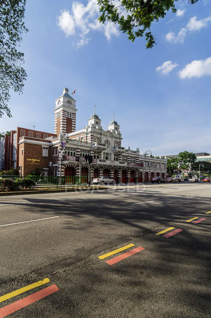 Singapur, exterior de la estación de bomberos y entrada de auto - foto de stock