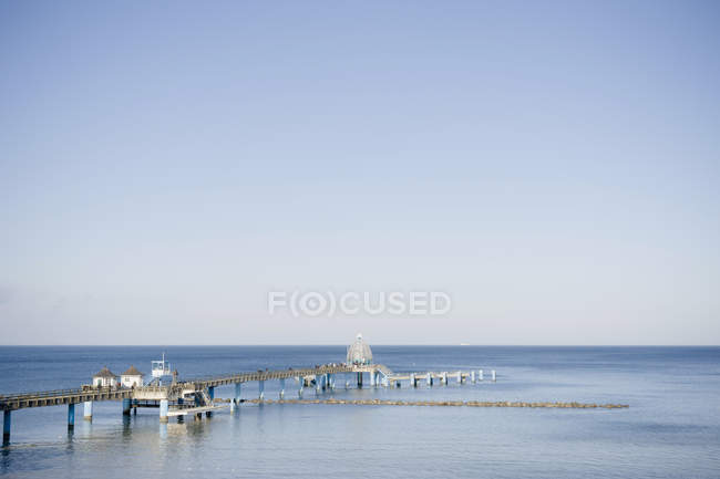 Germany, Mecklenburg-Western Pomerania, Ruegen, Gross Zicker, sea bridge at Baltic seaside resort Sellin — Stock Photo