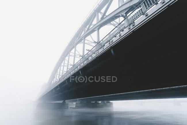Germania, Amburgo, Ponte Freihafenelbbruecke nella nebbia mattutina — Foto stock