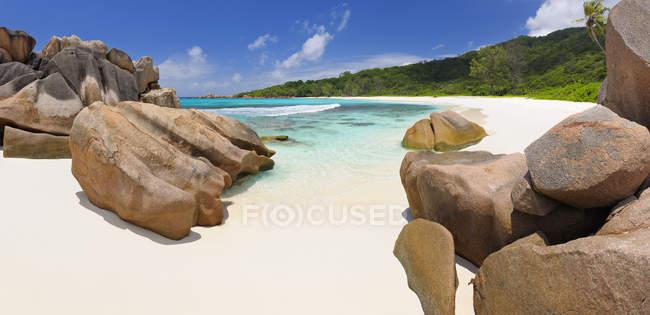 Seychelles, La Digue, vista sulla spiaggia di Anse Cocos — Foto stock