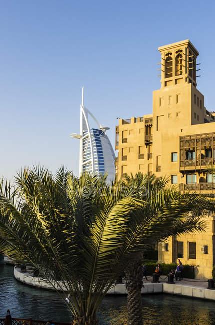 Vereinigte Arabische Emirate, Dubai, Hotel Burj al Arab und Madinat Jumeirah — Stockfoto