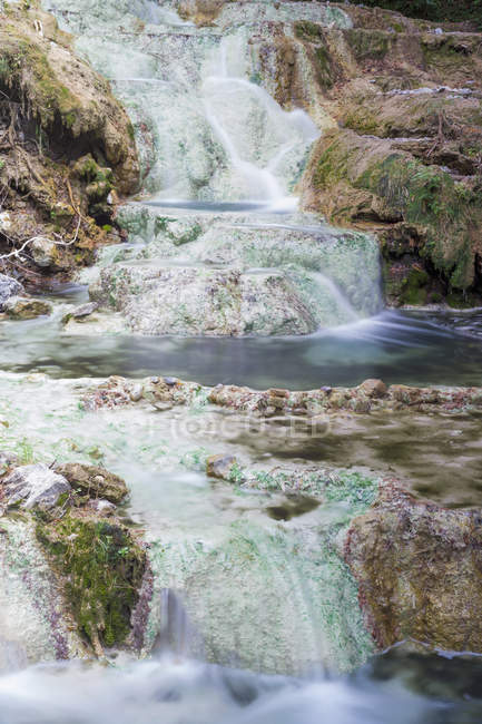 Italy, Tuscany, Val d 'Orcia, Bagni San Filippo, Hot spring at Fosso Bianco — стоковое фото
