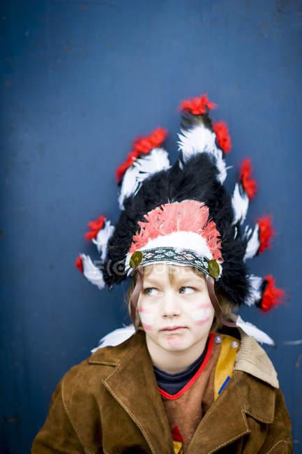 Portrait de mascarade de garçon comme un Indien — Photo de stock