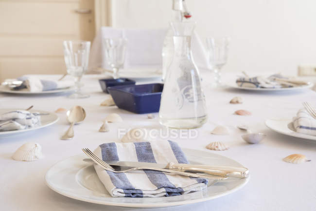 Maritime laid table with white cloth, indoors — Stock Photo