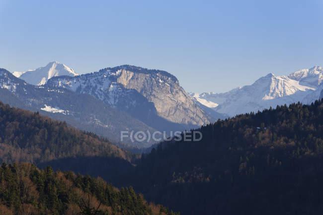 Österreich, Vorarlberg, Bregenzer Wald, Bergen Uentschenspitze, Mittagsfluh und Juppenspitze — Stockfoto