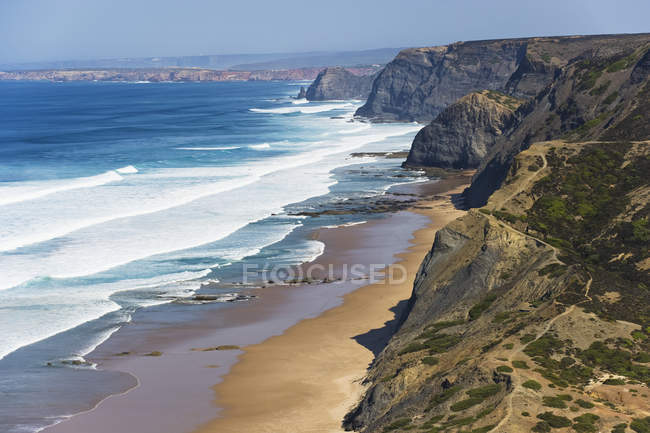 Португалія, Алгарве, Sagres, вид на пляж з скелі — стокове фото