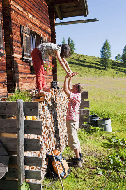 Austria, Salzburg, Couple having fun by hut — Stock Photo