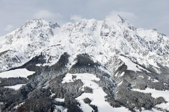 Blick auf die Berge Saalbach-Hinterglemm, Österreich — Stockfoto