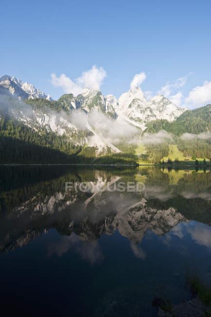 Австрія, Зальцбург County, вид з озера Vorderer Gosausee з гори — стокове фото