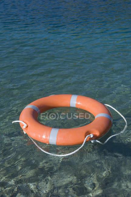 Lifesaver floating on Lake Starnberg at daytime — Stock Photo
