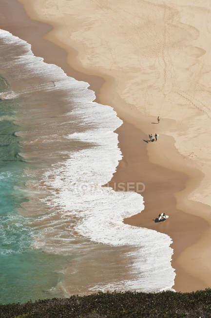 Vista aérea de pessoas na praia, Portugal — Fotografia de Stock