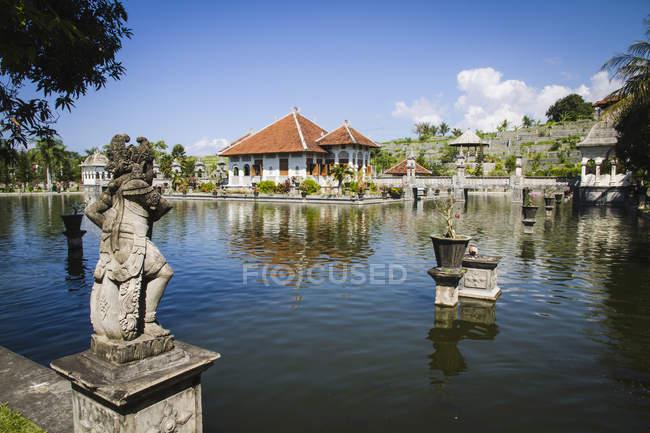 Vista del Palazzo reale palazzo Ujung acqua, Bali, Indonesia — Foto stock