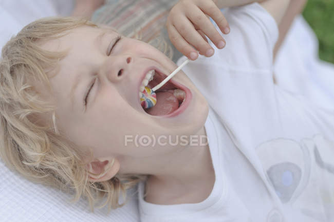 Close up of Boy eating lollipop — Stock Photo