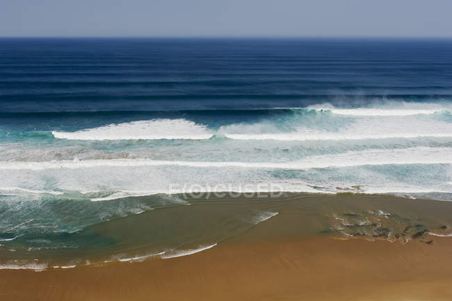 Portugal, Algarve, Sagres, View of Atlantic ocean with breaking waves — Stock Photo