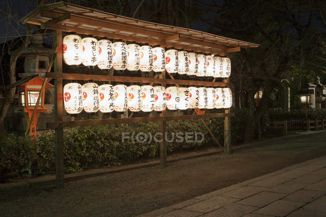 Japan, Kyoto, illuminated Traditional paper lanterns at night — Stock Photo