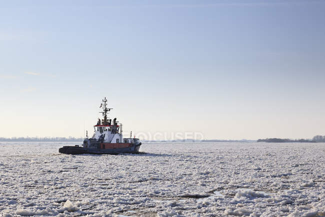 Germany, Hamburg, Trawler on ice covered River Elbe — Stock Photo