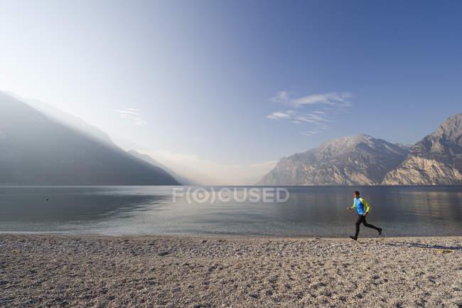 Italy, Mature man jogging by Lake Garda — Stock Photo