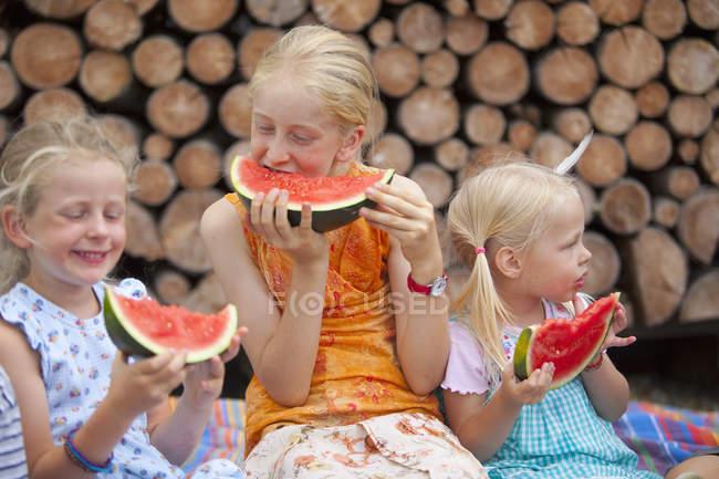 Girls eating ripe watermelon at nature — Stock Photo