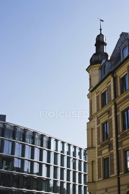 Germany, Bavaria, Munich Westend, Exterior of modern and old building — Stock Photo