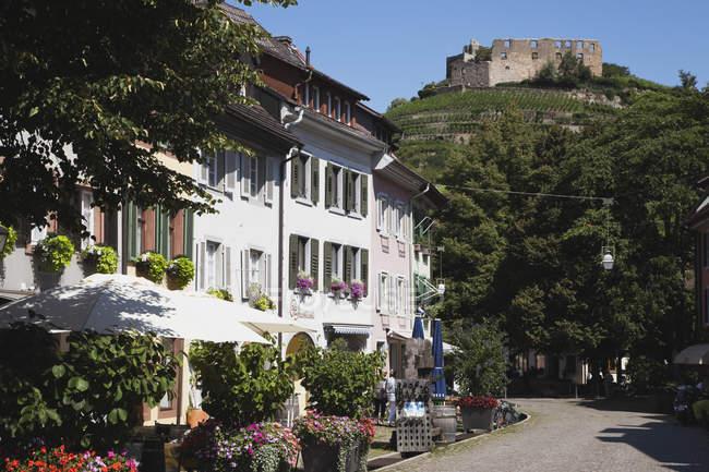Alemanha, Baden Wuerttermberg, Staufen, Staufen, vista da cidade histórica, com o castelo em ruínas — Fotografia de Stock