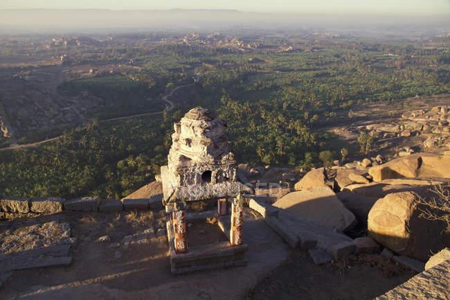 Hampi, Karnataka, la India, vista de Vijayanagara ruinas - foto de stock
