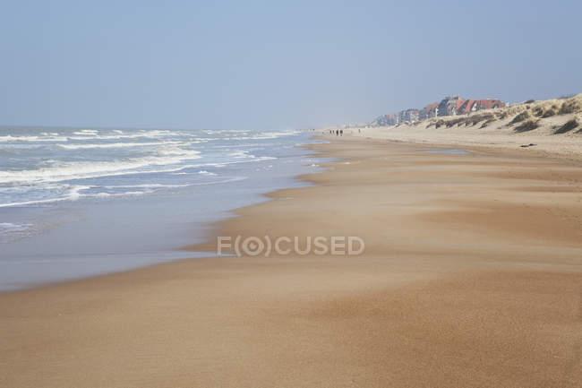 Belgique, vue de la plage, ville de Blankenberge en arrière-plan — Photo de stock