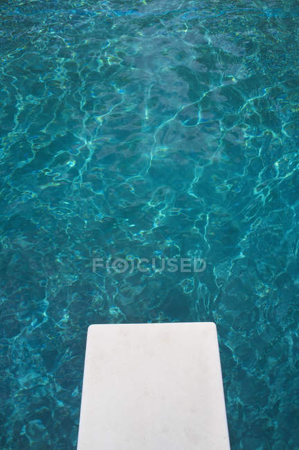 Крупный план трамплина над бассейном — стоковое фото