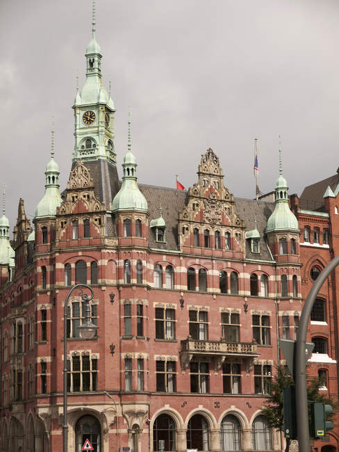 Deutschland, Hamburg, Blick auf historische Lager tagsüber — Stockfoto