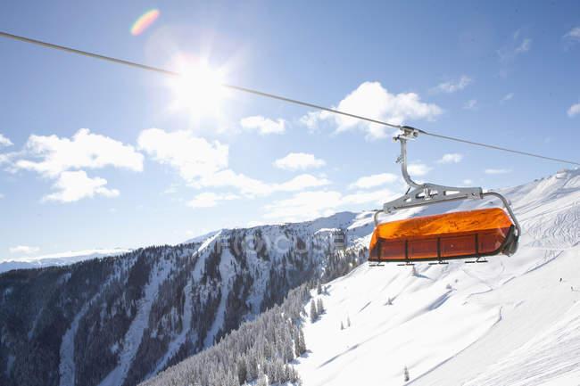 Ansicht des Skilifts über Österreichische Alpen, Österreich — Stockfoto