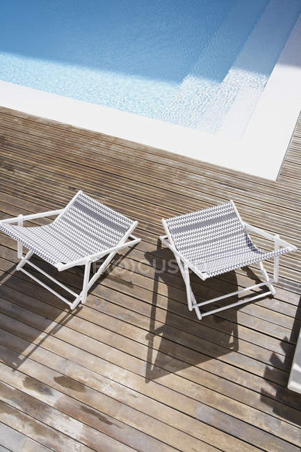 Deck chairs on wood at swimming pool — top view, leisure - Stock ...